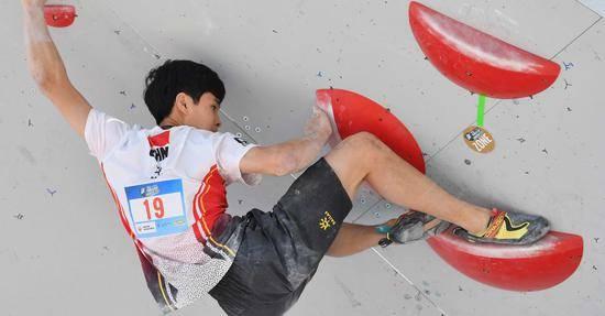 攀岩小将潘愚非获奥运资格:心无旁骛与岩壁对话