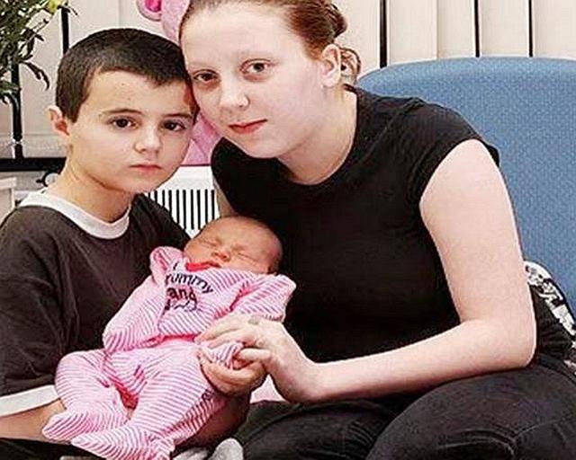 """11年前,英国一13岁男孩""""喜当爹""""!生下一女后,如今现状如何?_中欧新闻_欧洲中文网"""