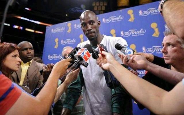 NBA狼王评价周琦霸气十足!优势明显或成领袖,球迷:说实话好么!
