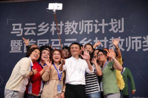 原创 万科中国首富养猪,猪倌成首富,山东养猪全国第几,为啥不出富豪