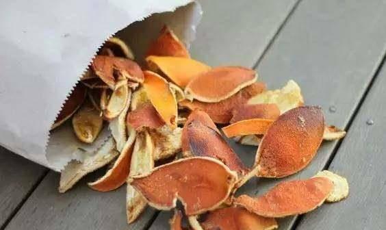 橘子吃完皮别扔,拿来做枕头,血管不堵、颈椎不痛,睡眠也香了