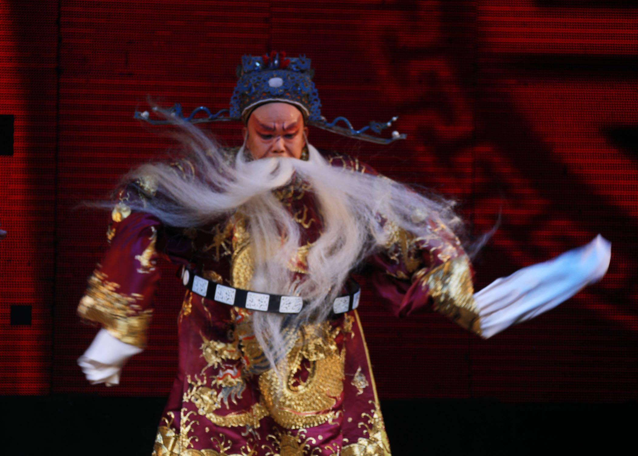 潞城红旗剧团首轮文化惠民演出在成家川办事处苗家村举办