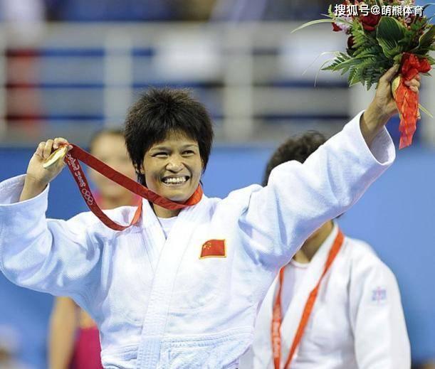 奥运冠军冼东妹现状:46岁身兼
