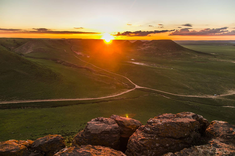 """自驾内蒙草原,不可错过的4座""""奇山"""",亿万年地质奇观令人惊叹"""