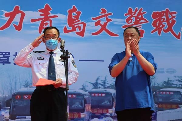 爱心企业回报社会向青岛交警捐赠20万只口罩
