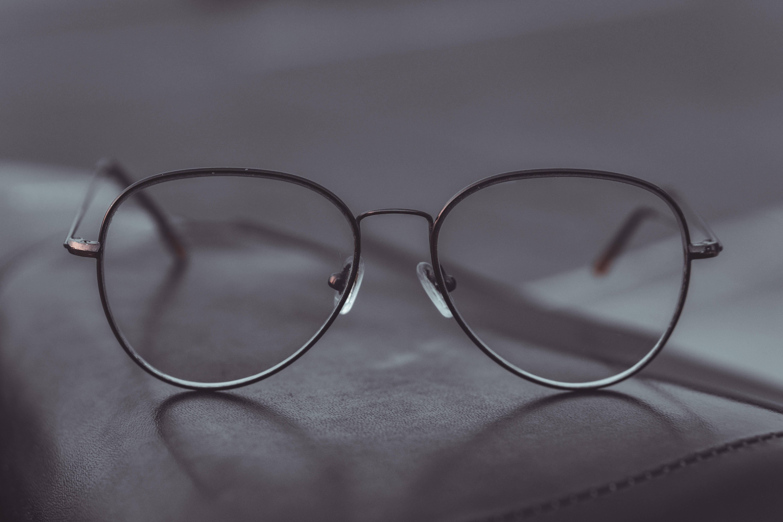 长期戴变色镜片的危害