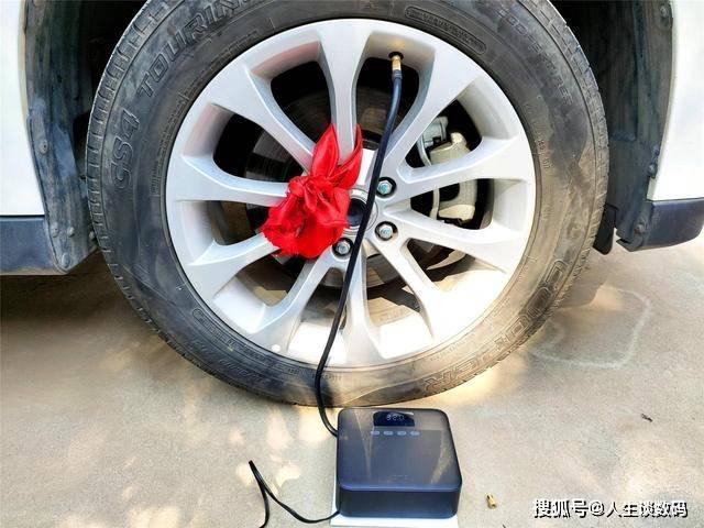 年轻人的第一台充气泵 胎压监测 收放自如,老司机出门必备