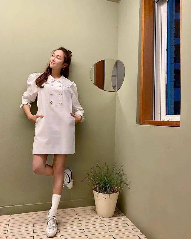 2020年女生夏天穿搭提案!白色系基础单品穿出时髦感