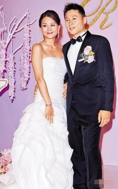 原创 5566成员娶富二代妻子,今被曝疑似出轨,多次进出长发美女的豪宅