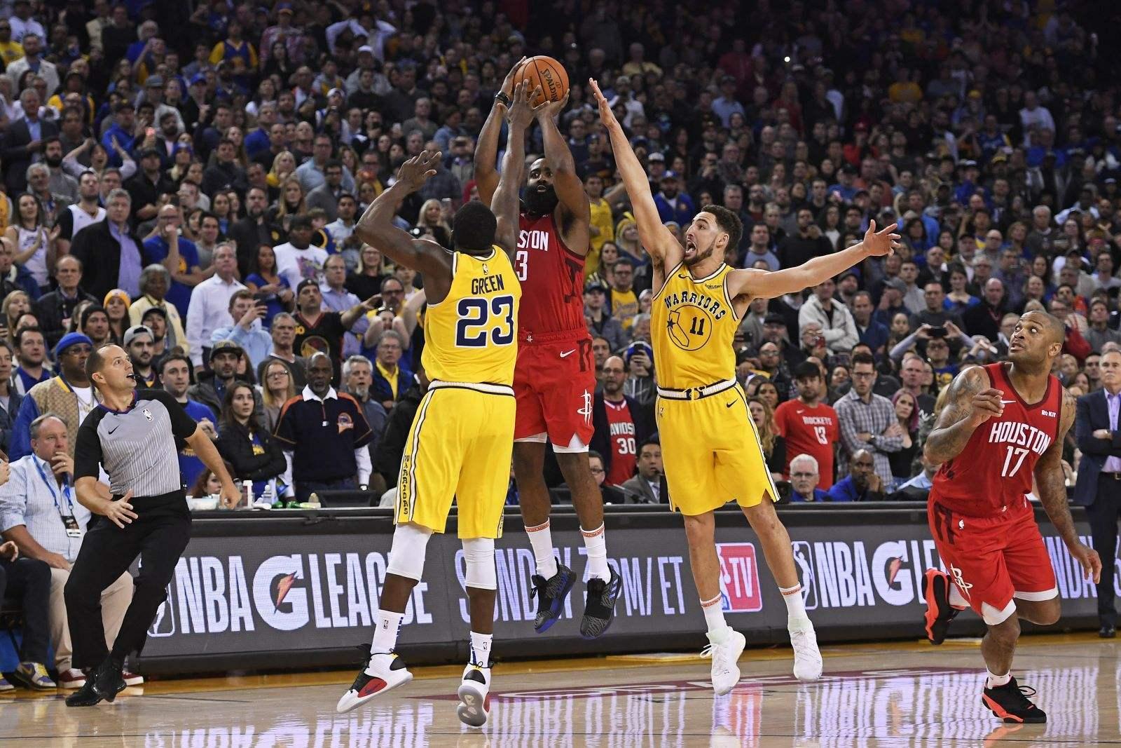 多年前,三分线被认为是一种噱头。大家应该记得,NBA并不总是有三分线