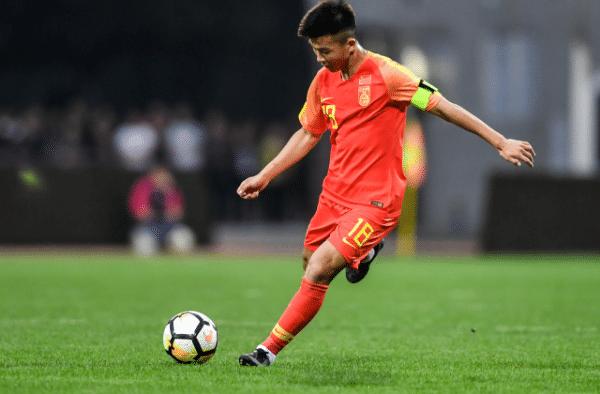 17岁小将攻破诺伊尔大门,41岁李同国梅开二度,中国球员则被罚款30万