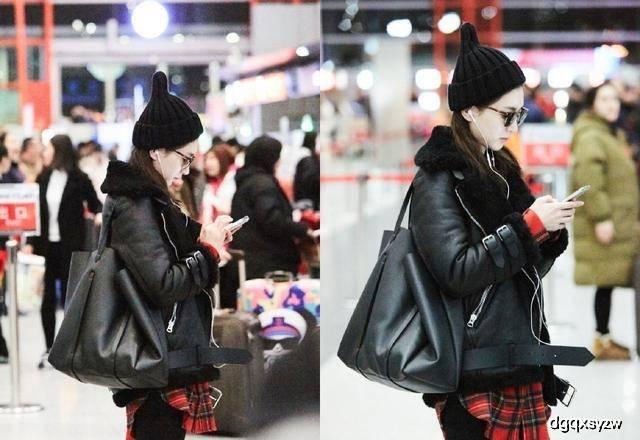 原创21岁关晓彤和32岁江疏影同拎大牌购物袋出行,一个个土气十足