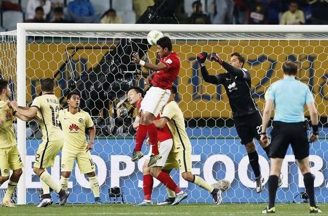 世俱杯1/4决赛的一场焦点对决在日本大阪市长居竞技场展开,