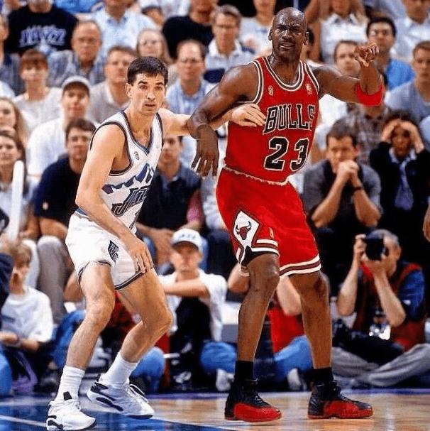 在NBA历史上很多的球员都希望自己能够获得总冠军这个至高无上的荣誉
