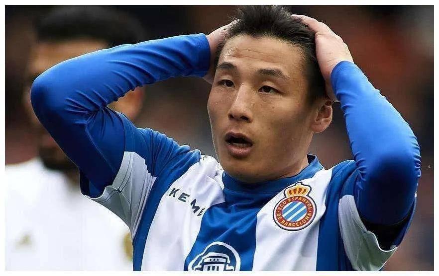 武磊惨遭无视,最终下场还被对方球员推搡