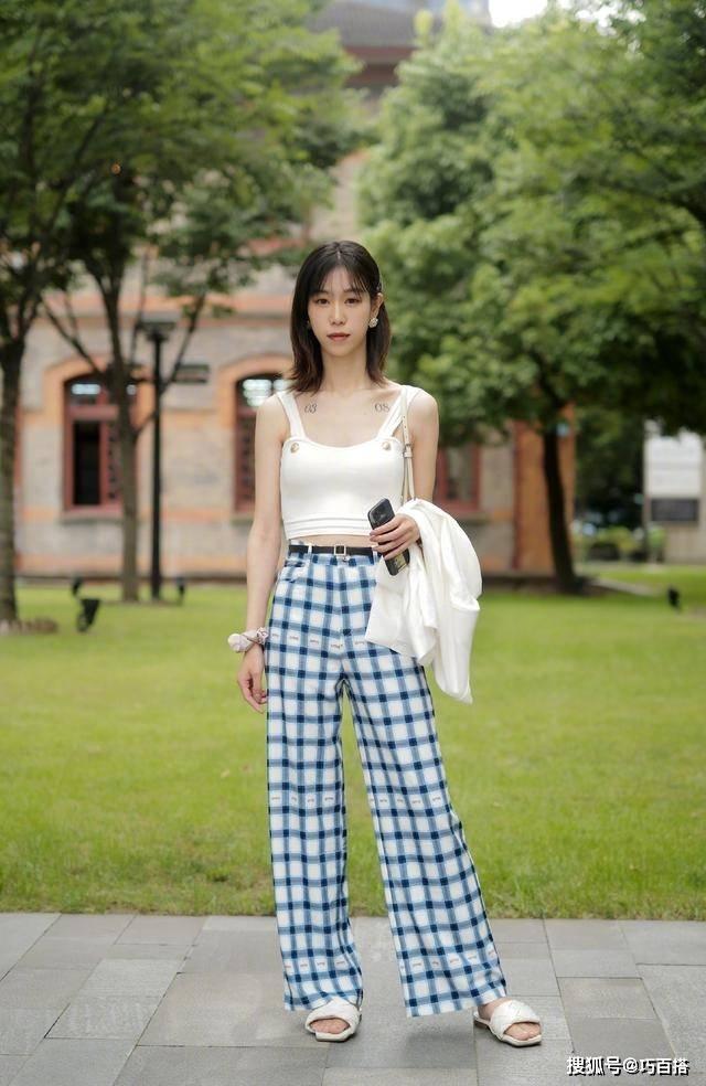原创             夏天一定有阔腿拖地裤,它的遮肉能力不是虚的,比冬天穿时髦百倍