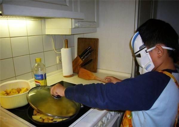 家里有一种油和油壶的,要及时清理掉,容易加速衰老还可能致癌