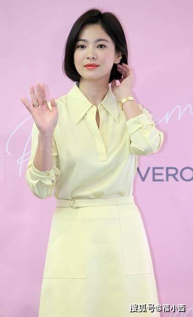 宋慧乔单身后更嫩了,穿黄色衬衫配半身裙亮相,剪波波头美得脱俗