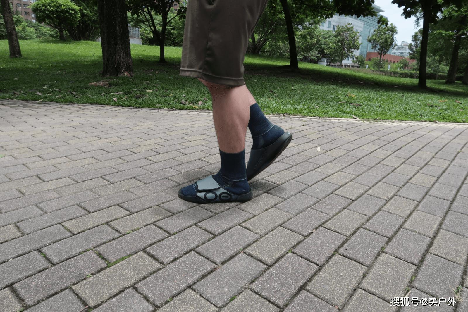 运动拖鞋品牌OOFOS是神器?还是噱头?实测真的很舒服!
