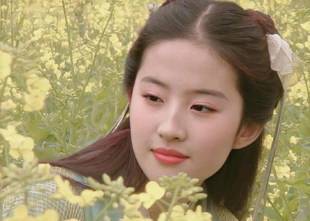 劉亦菲《仙劍》舊照曝光,18歲的靈兒皮膚白皙通透,笑容清純
