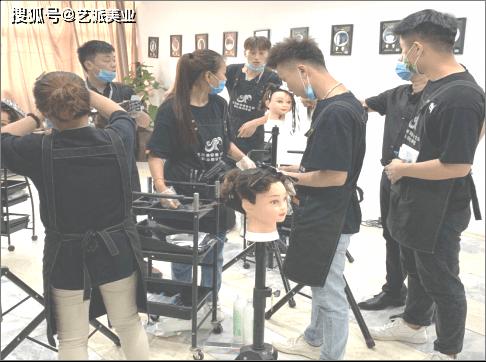 原创学习美发是选择美发学校好还是进店跟师当美发学徒工好?图片
