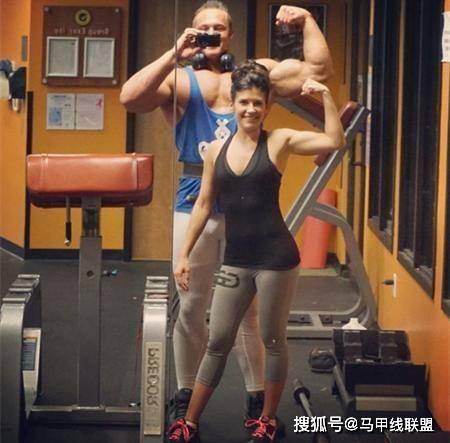 情侣一起健身8年,瘦小的身材变强壮了,魅力也大大提升! 动作教学 第7张