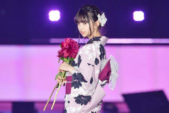 乃木坂46《何度目の青空か?》单曲榜,akb48和乃木坂46谁更火