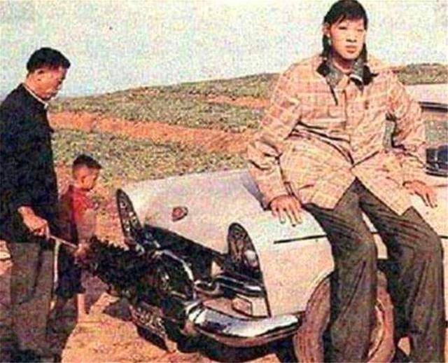 原创            中国女巨人:14岁就比姚明高了8公分,为何死后尸体37年不火化?