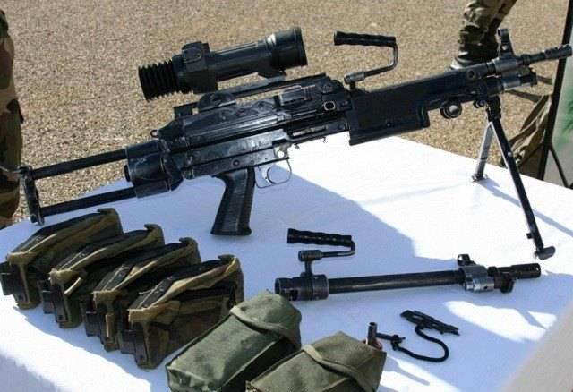 """狙击枪和机枪哪个更适合用来对付""""丧尸""""?你怎"""
