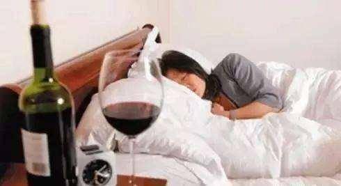 """俗话说""""睡前二两酒,活到九十九"""",适量喝酒好不好?今天知道了 营养补剂 第1张"""
