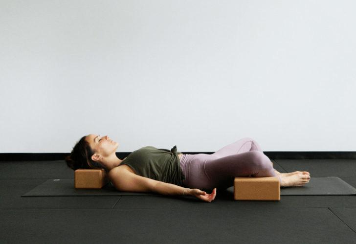 9大瑜伽体式,搭配瑜伽砖辅助训练轻松解锁,瘦身效果加倍噢_身体 知识百科 第8张