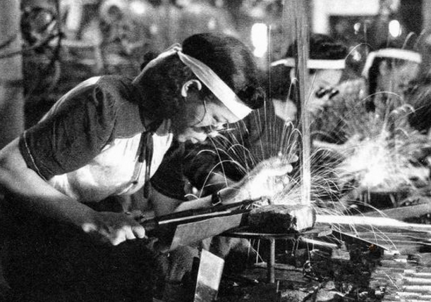 原創            為何說原子彈下無冤魂?看看日本當時的女性,都在干什么就知道了