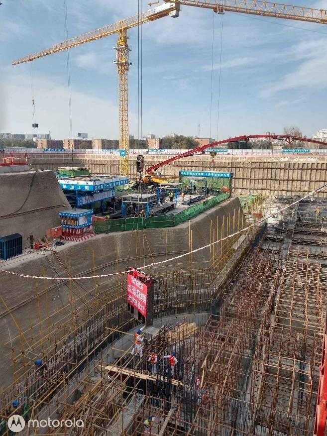 北京三局总部基地项目屋面桁架整体提升顺利完成图片