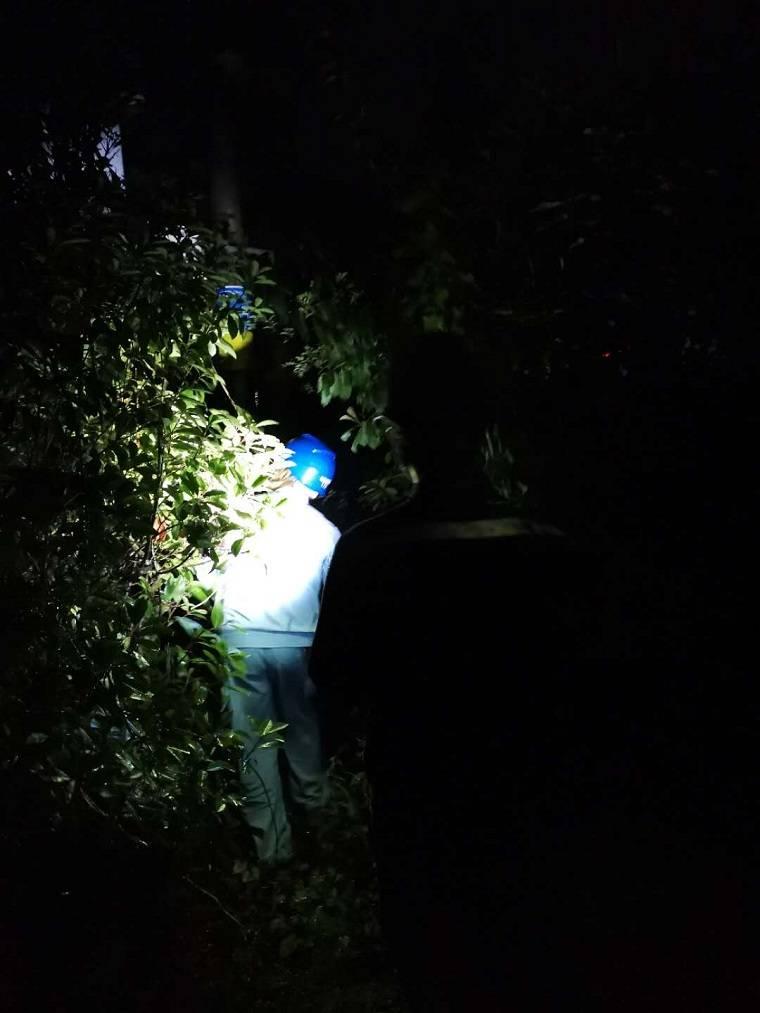南方电网云南曲靖马龙供电局风雨路上逆行而上只为客户送光明