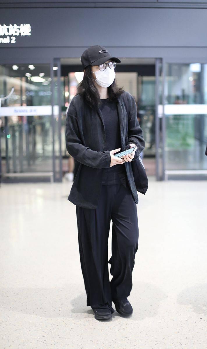梅婷这气质真让人叹服!全黑造型时尚感基本为零,真的全凭气质撑
