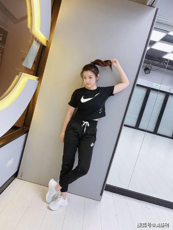 原创             陈妍希怼脸晒健身美照,37岁皮肤紧致吹弹可破,娃娃脸就是不显老