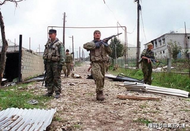 叙政府军将领携海防图叛逃,俄特种兵一路追杀,中途遭美国拦截