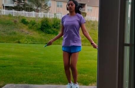 体重不过百的女生跳绳减肥,每天跳绳1000下,1个月看减肥效果_时间