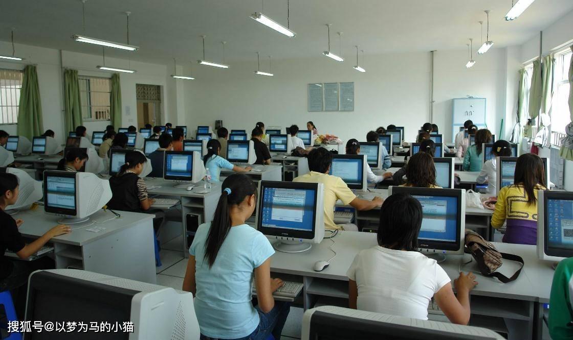 """高三女生适合的8个""""工科专业"""",找工作不比男生差,收入还挺高"""