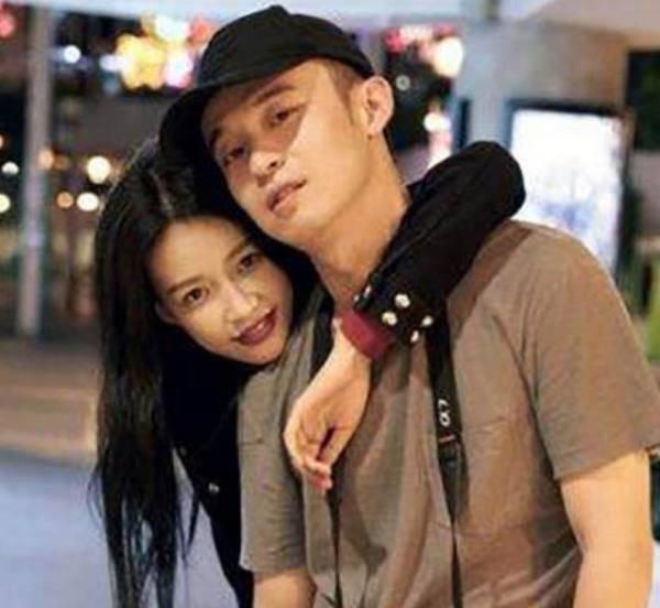 娱乐圈最年轻的明星夫妻,孙怡董子健不算啥,他俩还没大学毕业就结婚!