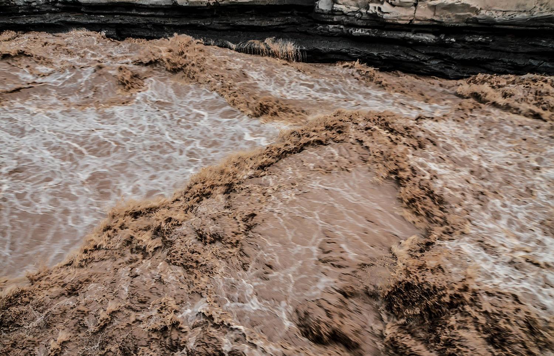 原创             放荡不羁的天上河,却在此困入龙槽,被巨壶降服,吼也没用