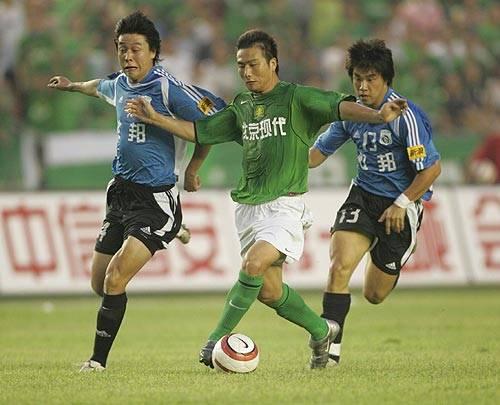 原创             大连足球史上今天:2005年实德4比3客胜国安,3连胜夺得半程冠军
