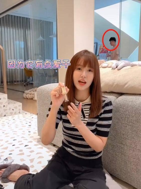 36岁张子萱晒开箱视频,和老公陈赫斗嘴,甜蜜似初恋