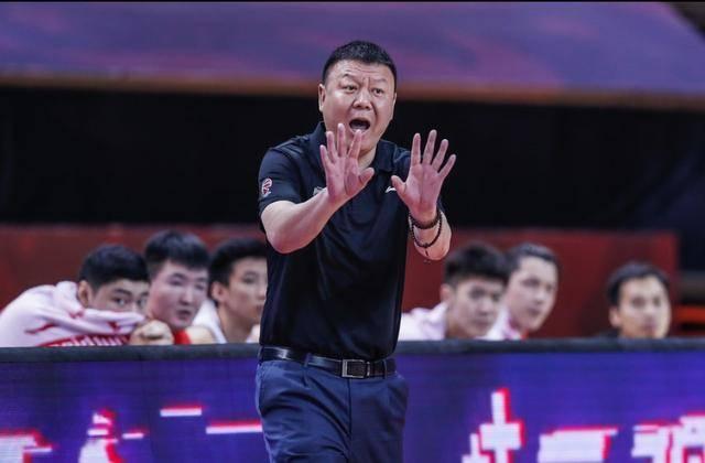 王建军下课!去年CBA四强今年恐怕进不了季后赛,深圳需要换帅了
