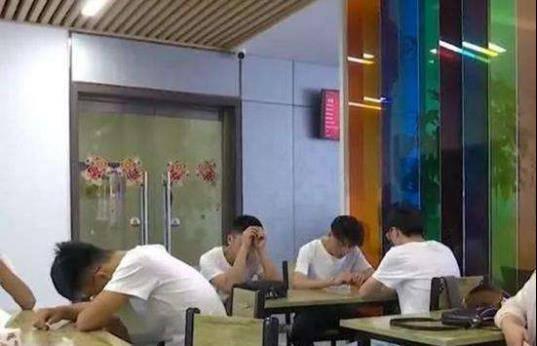 集体将酒店告上法庭,那6个被困在电梯错过高考的学生,后来怎样