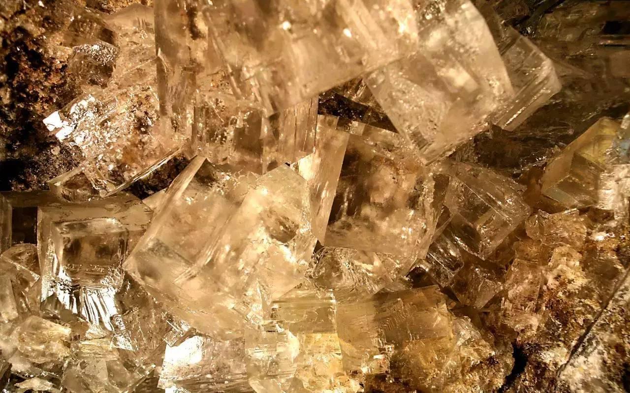 欧洲最古老的盐矿,挖地300米深,地下建有娱乐大厅