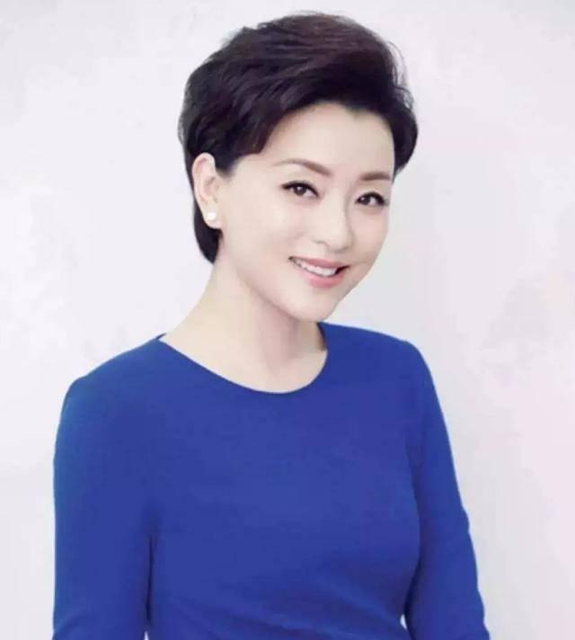 52岁杨澜,姣好不减当年,分享3个高效瘦身方法,简单,贵在坚持