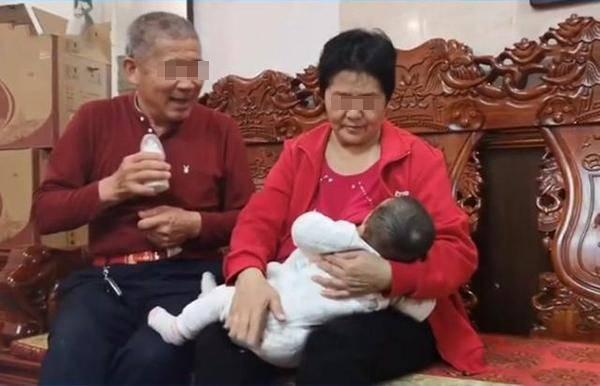 原创67岁老人自然受孕,高龄生娃背后的4大风险,不得不引起重视