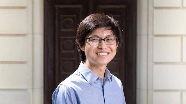 18岁华裔博士生唐乙文,质疑导师挑战权威,划量子计算分水岭