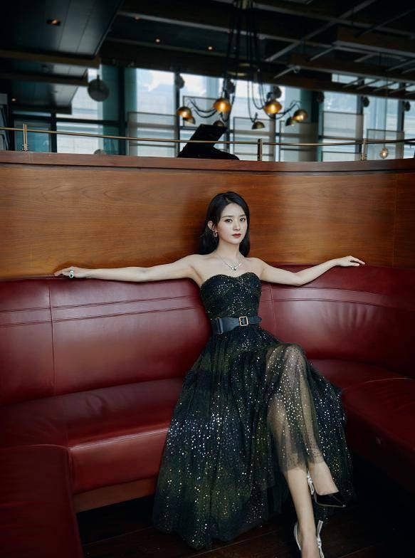 赵丽颖baby同穿迪奥裙!一个公主一个总裁,不敢相信两人只差一岁
